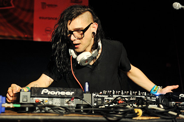 Skrillex Using Pioneer dj equipment